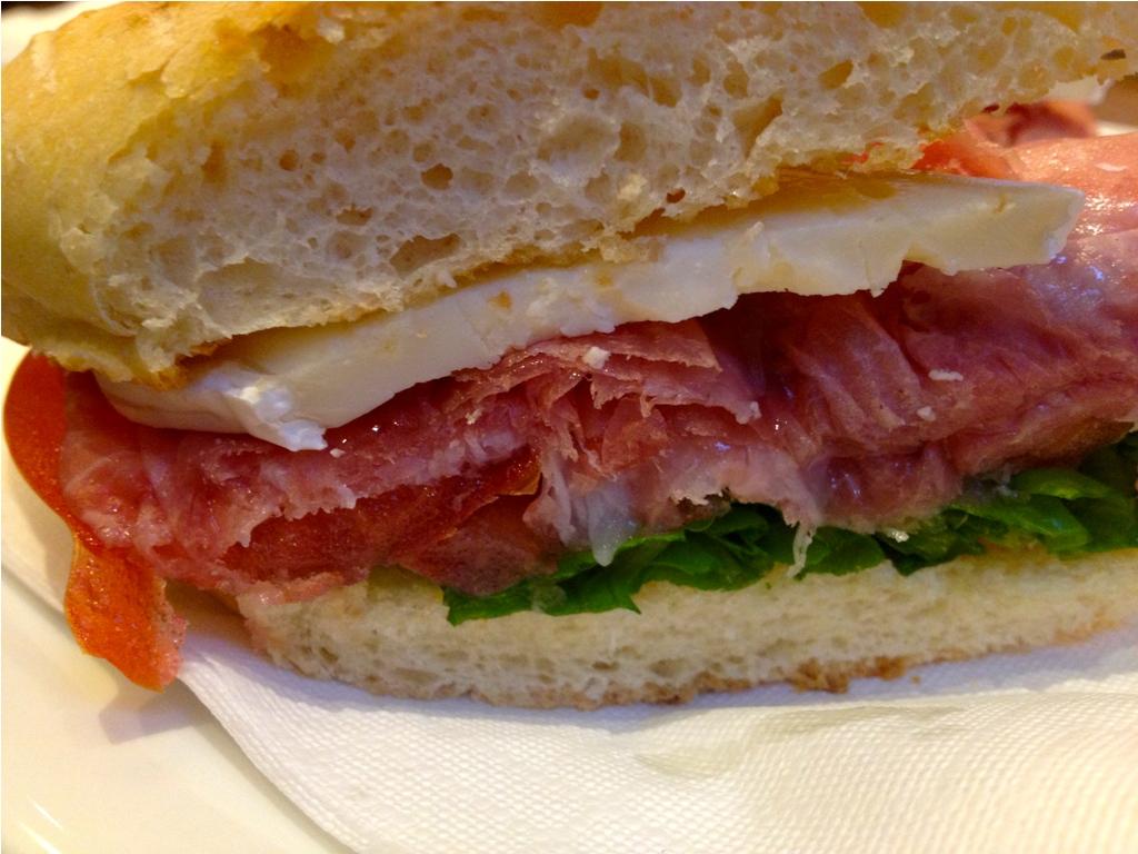 Gran Ristoro, Genova - panino prosciutto e tartufo