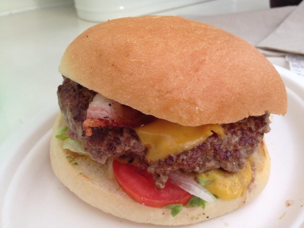 Trita, Milano - hamburger formaggio cipolla peperoni
