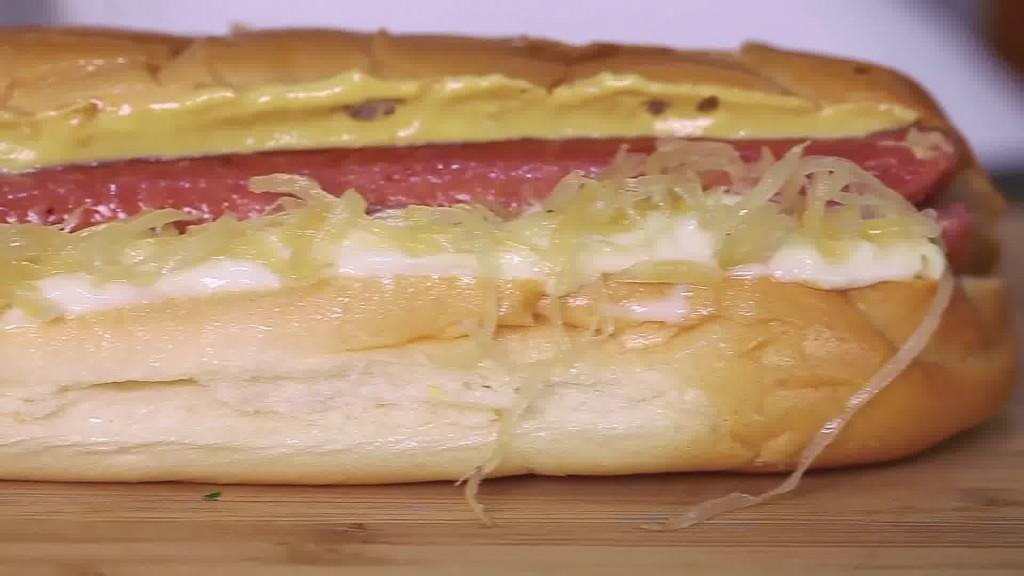 Walter e Michi Wurstelstand, Bolzano - panino wurstel crauti