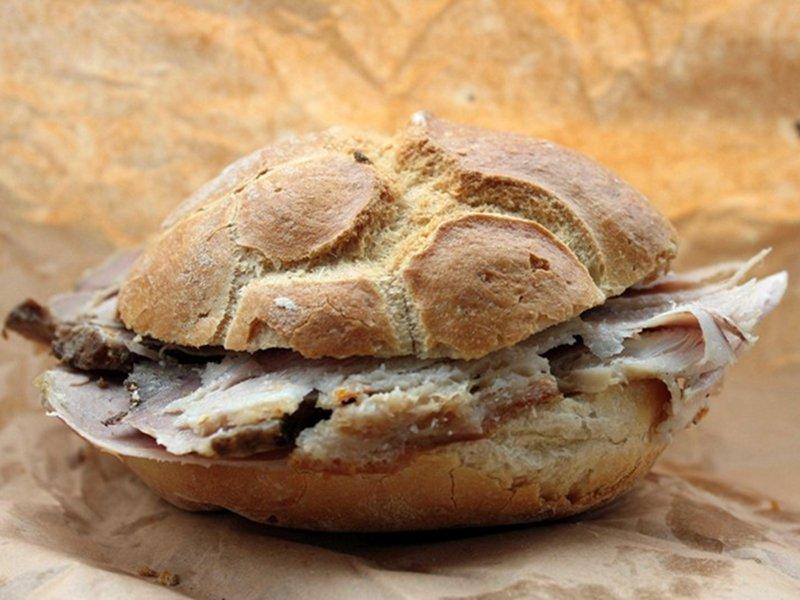 L'Antica Porchetta di Campli , Teramo - panino alla porchetta
