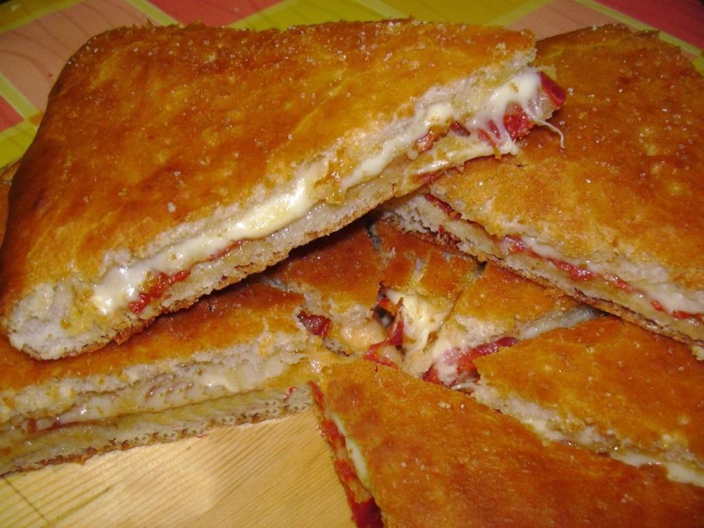 Pizzeria Caldo Gel, Campobasso - Focaccia salame ventricina e scamorza
