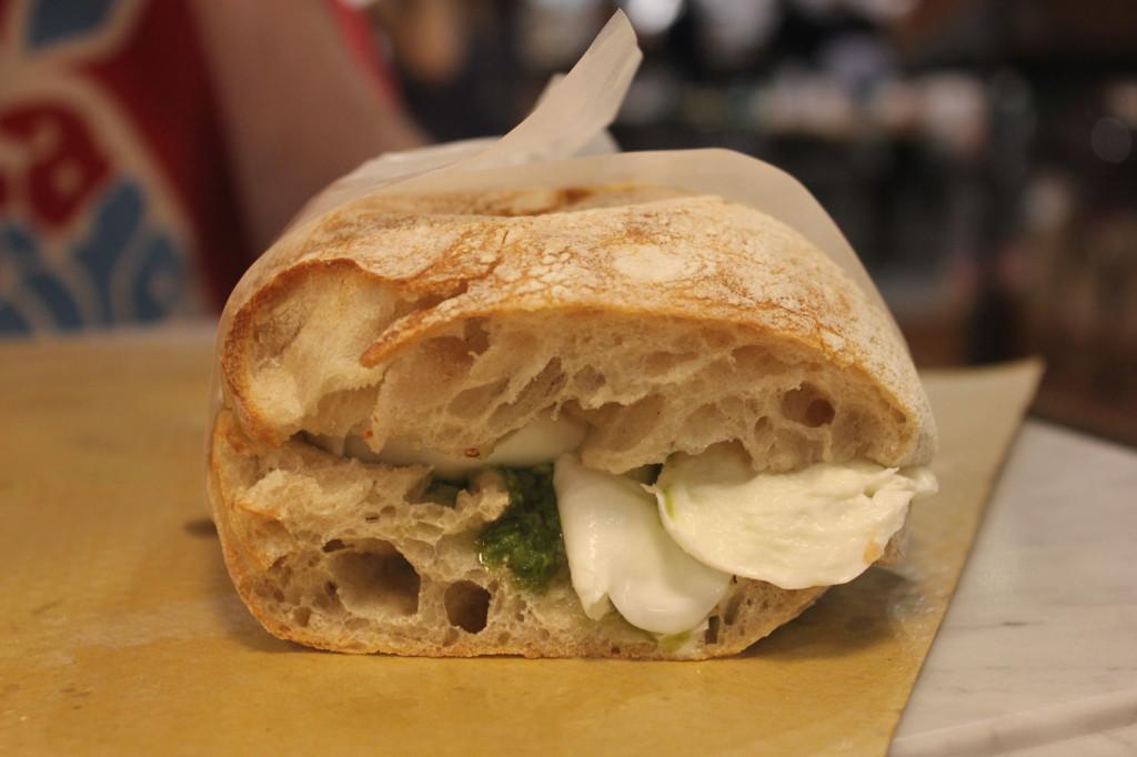 Salumeria Panzallegra, Napoli - panino mozzarella erbette